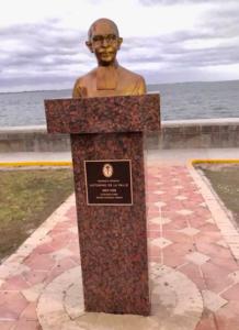 Inauguration d'un monument à Frère Victorino Nymphas.