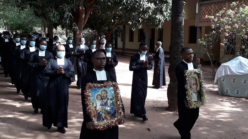 Premiers voeux de 17 jeunes Frères des Écoles chrétiennes pour l' Afrique francophone  au noviciat de Bobo.